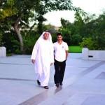 سعود بن صقر يكرم طالباً متميزاً في أكاديمية رأس الخيمة