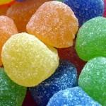 هل فعلاً يتم توزيع حلوى مخدرة في مدارس الإمارات ؟