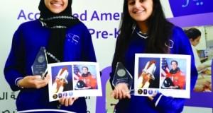 طالبتان إماراتيتان تحصلان على جائزة تميز من رائد فضاء