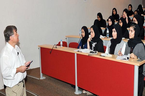 363 طالباً مواطناً يستكملون دورة «التراخيص الطبية الأميركية»