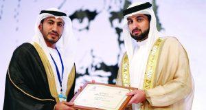 تكريم الحاصلين على الأستاذية والدكتوراه في جائزة راشد للتفوق العلمي