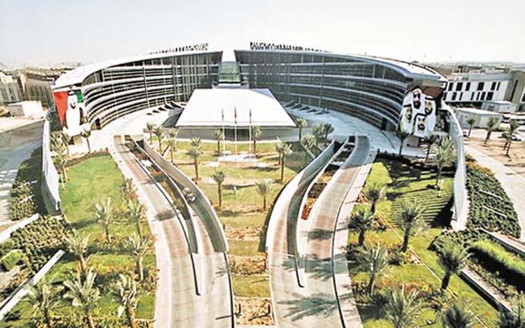 جامعة الإمارات تستقبل 462 طالباً وطالبة مستجدين الأحد