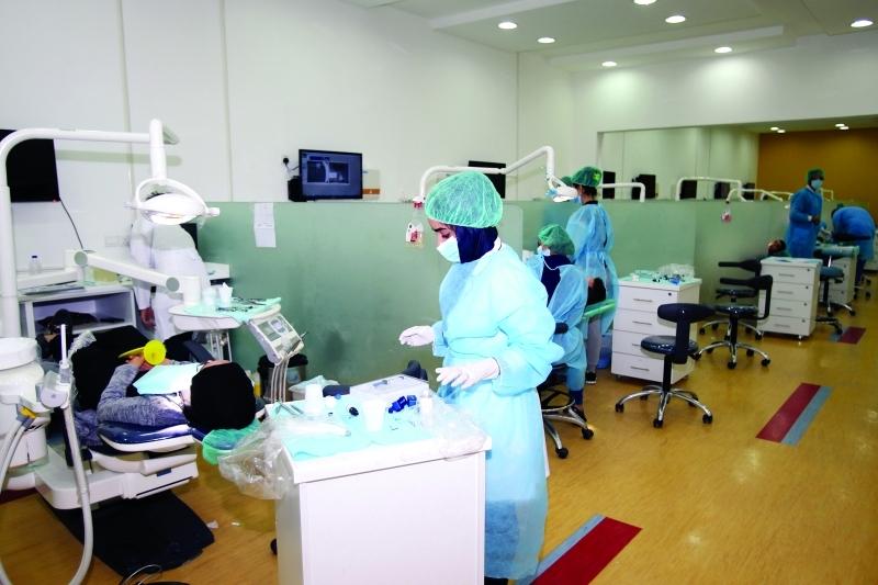 كلية طب الأسنان بجامعة عجمان تخرج 2000 طبيب وطبيبة منذ إنشائها