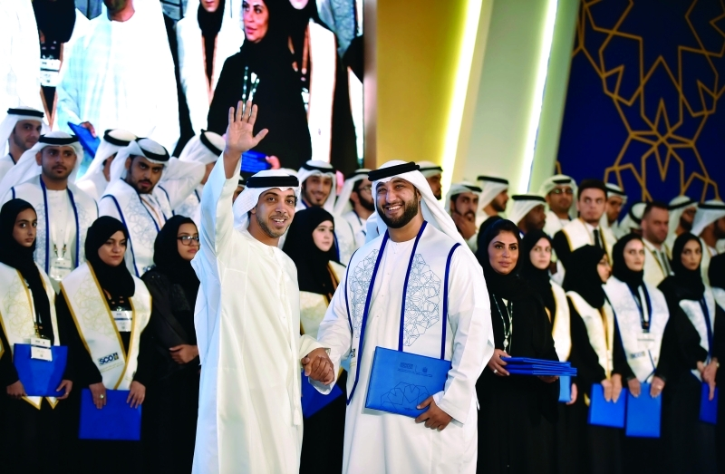 منصور بن زايد: الشباب المؤهل بالعلم ثروتنا الحقيقية