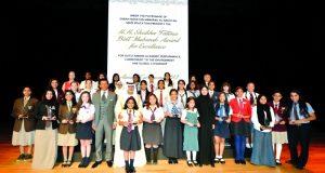 نهيان بن مبارك يسلّم جوائز «الشيخة فاطمة للتفوق» لـ38 طالبة