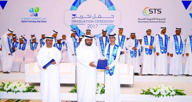ولي عهد الفجيرة يشهد تخريج 76 مواطناً في «مركز أبوظبي التقني»