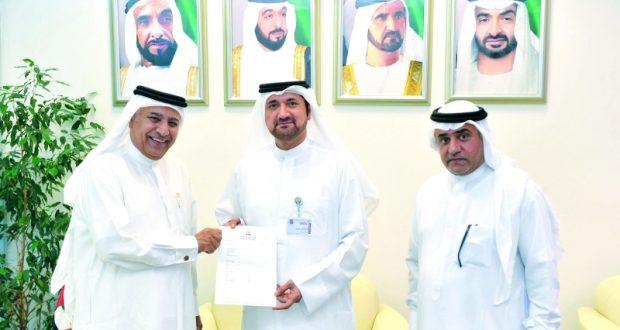 حمدان بن راشد يقدم دعماً لصندوق طلبة جامعة الإمارات