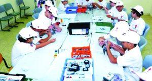 فعاليات جامعة دبي تجتذب طلبة مدارس من العالم