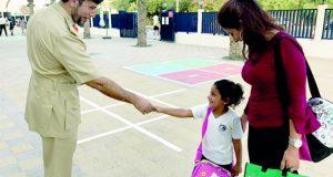 شرطة دبي تواصل زياراتها للمدارس بمناسبة العام الجديد