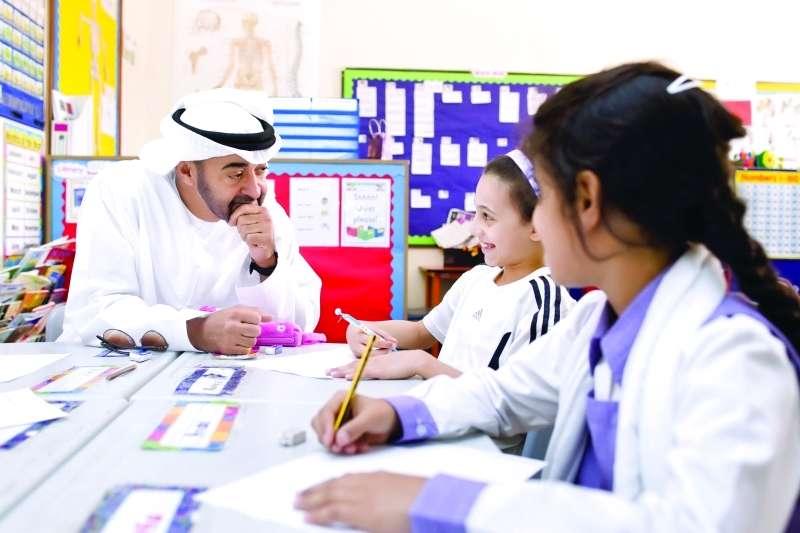 محمد بن زايد: إلى كل معلم ومعـلمة.. فخـورون بكم وبعطـــائكم