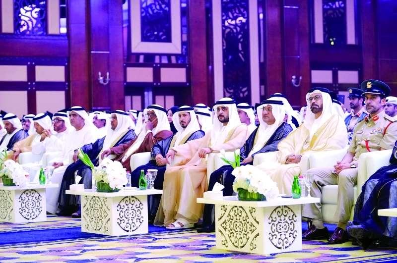 مكتوم بن محمد يشهد تخريج الدفعة 4 من كلية محمد بن راشد للإدارة الحكومية