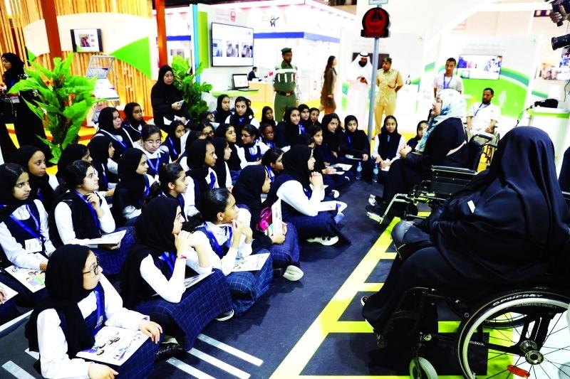 شرطة دبي تُقدّم مبادرات وأنشطة ابتكارية في مدرسة أم سقيم النموذجية