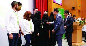 فريق طلبة الإمارات يفوز بجائزة التميّز من «هواوي» لتقنية المعلومات