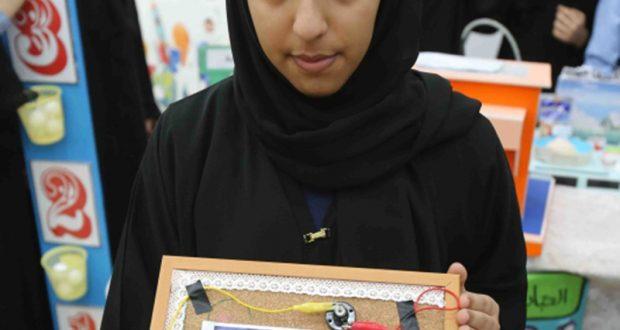 طالبة تبتكر لوحة كهربائية ذكية