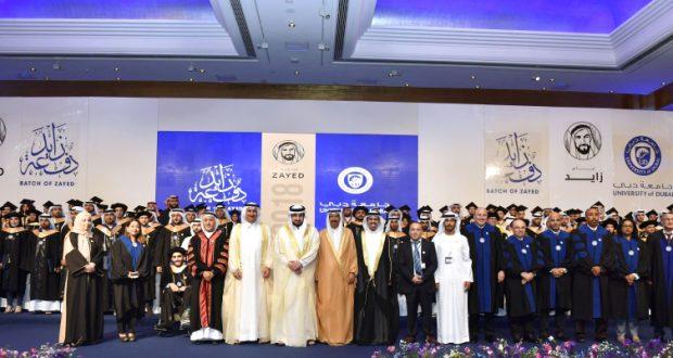 أحمد بن محمد يكرّم 130 خريجاً من جامعة دبي