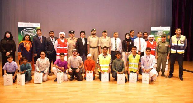 تعريف طلبة المدرسة الهندية في دبي بمخاطر الألعاب النارية