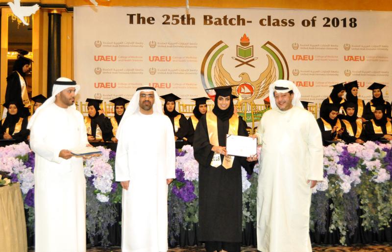 سعيد بن طحنون يحضر تخريج الدفعة 25 من «طب» جامعة الإمارات