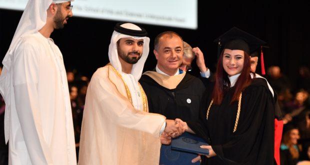 منصور بن محمد يشهد تخريج الدفعة 21 من طلبة الجامعة الأميركية