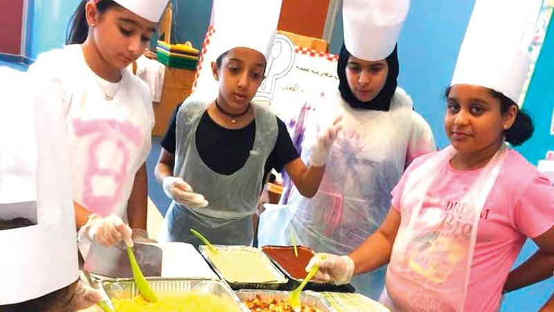 «التعليم والمعرفة» تدرب الطلبة على الطبخ والميكانيكا وصيد اللؤلؤ